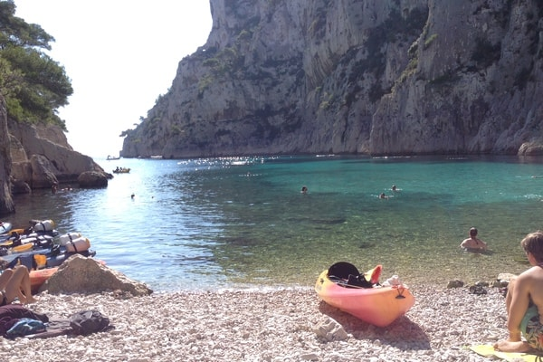 Balade en kayak dans les calanques